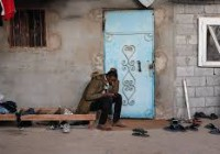 Raflés en pleine nuit, enfermés et battus : le calvaire de centaines de migrants à Sabratah en Libye