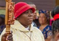Bénin: une gourou nommée Parfaite, égérie spirituelle ou esprit saint incarné